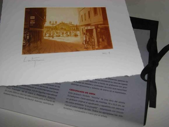 Edición de grabados con la estación de Atocha al fondo. Edición limitada y en exclusiva para el cliente