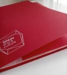 carpeta de cartulina roja con goma 3